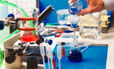 material de vidrio: Laboratorio de banco a la instalación del experimento