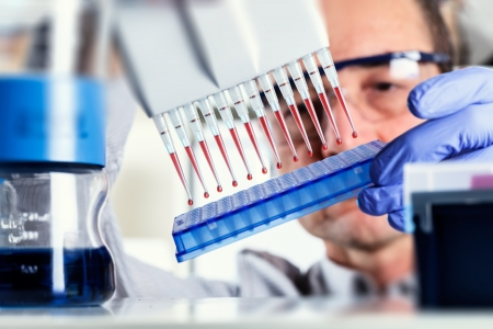 biotech: Scientist uses multipipette during DNA research Stock Photo