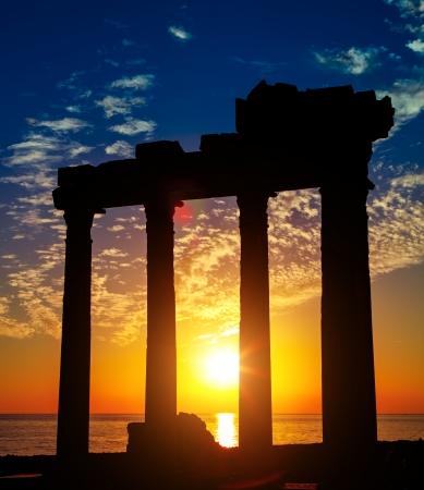 antigua grecia: Side Antalya ruinas antiguas en la puesta del sol, Turquía Foto de archivo
