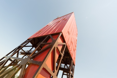 oilrig: Looking up derrickmast of a land drilling rig