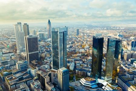 uitzicht op de wolkenkrabbers van Frankfurt
