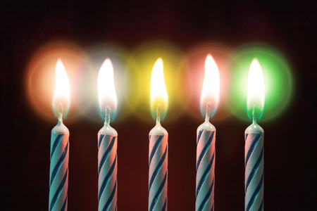 velas de cumpleaños: cinco velas en el cumpleaños