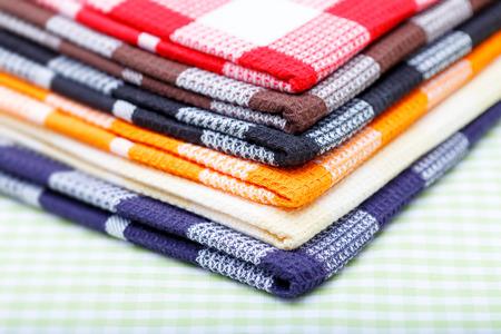tela algodon: pila de toallas de cocina