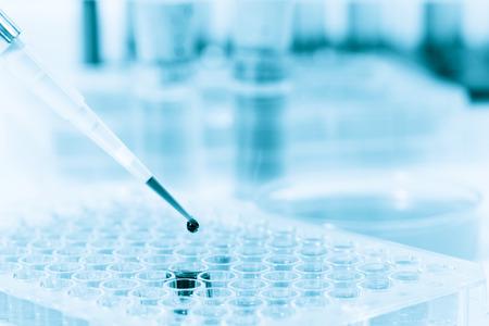 Microbuisjes en micropipet laboratoriumtest