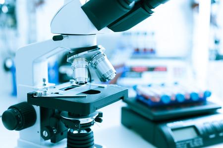 Microscopio de laboratorio médico Foto de archivo - 27872626