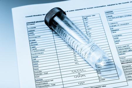 tubo de ensayo: análisis químico del agua potable