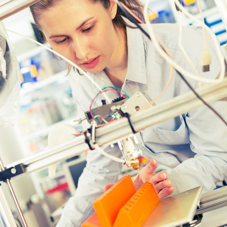 makes: girl student makes the item on the 3D printer Stock Photo