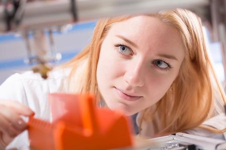 girl student makes the item on the 3D printer Standard-Bild