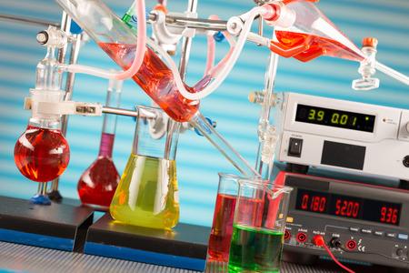 industria quimica: Laboratorio qu�mico moderno. Instalaci�n para la s�ntesis