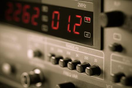 electricista: Aparatos de medida digitales