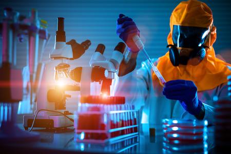laboratorio: La detección de la infección por coronavirus del patógeno (Coronaviridae, Síndrome Respiratorio Oriente Medio) en el laboratorio de microbiología. Prueba nasofaríngeo aspirado