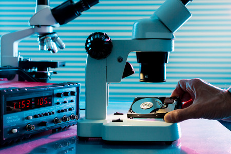 hdd: control microelectronic device in a laboratory microscope