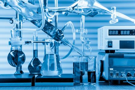laboratorio: Equipos de laboratorio de qu�mica f�sica Foto de archivo