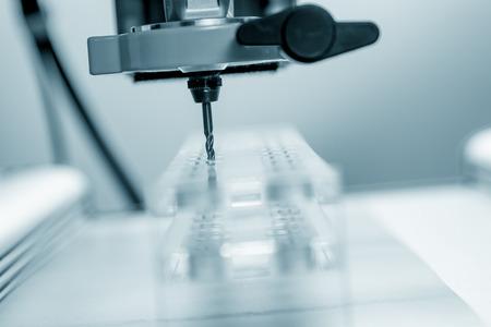 kunststoff: Cutter CNC-Fr�ser und Kunststoffteile aus Plexiglas