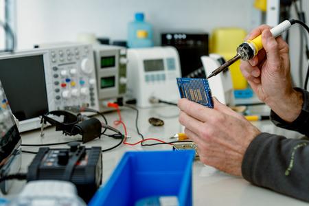 Reparatie van elektronische circuit board