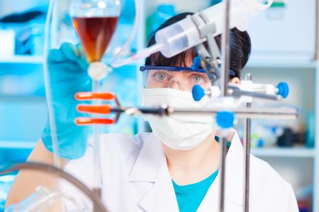 Farmaceutische fabriek vrouw werkende werknemer productie Stockfoto - 45931243