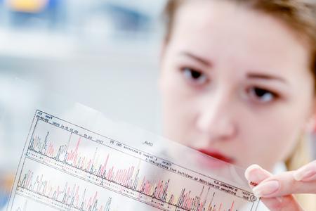 Scientific analyzes of DNA code 스톡 콘텐츠