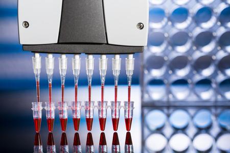 pipeta: Pipeta multi en laboratorio de genética