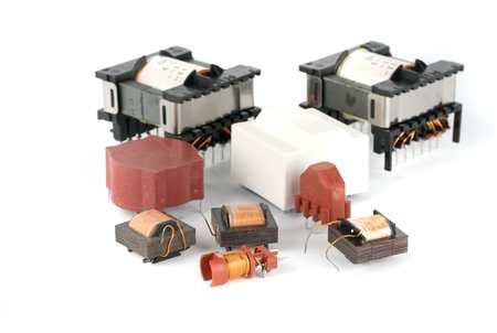 componentes: Elektronik transformador de ferrita para dispositivos electrónicos Foto de archivo