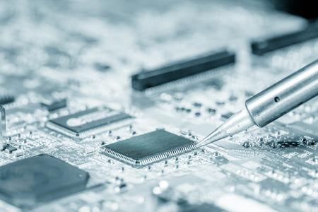 soldering: Soldering repair electronics device