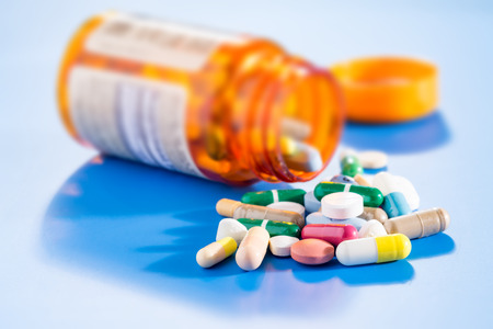 Pillen en capsules medische flesje Stockfoto