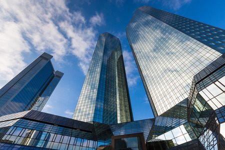 office buildings: skyscraper building