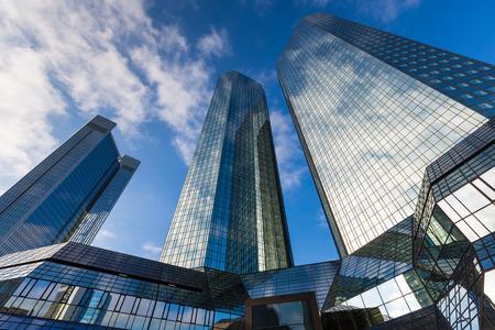 Wolkenkratzer Gebäude Standard-Bild