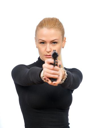 mujer con pistola: agente del servicio secreto Mujer en gafas de sol con el arma