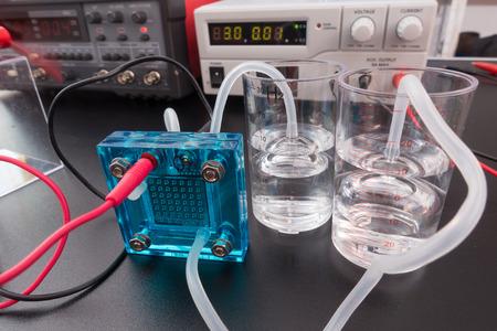 hidrógeno: pila de combustible de hidrógeno, un célula de combustible es un dispositivo que convierte la energía química de un combustible en electricidad Foto de archivo