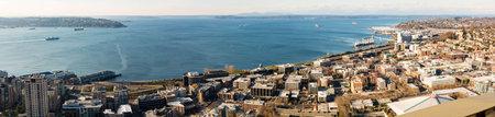 seahawks: SEATTLE - OCTUBRE 4: Vista a�rea del centro de Seattle y Centurylink Stadium, casa de los Halcones Marinos de Seattle Sounders y, el 4 de octubre de 2013 en Seattle, WA, EE.UU.