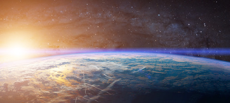 地球と太陽光線の光を表示します。 写真素材 - 63066758