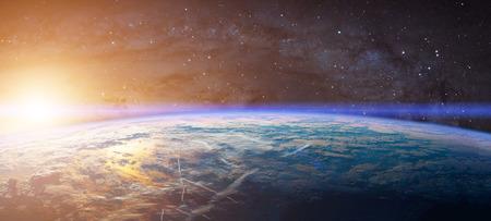 kosmos: Planet Erde mit Sunbeam Licht erscheinen. Lizenzfreie Bilder