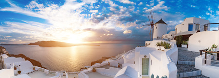 サントリーニ島イアの夕日。ギリシャ