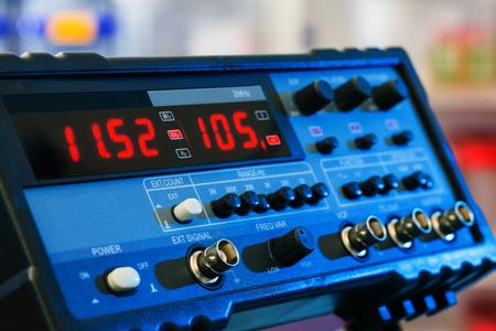 Elektronisch apparaat voor het meten van elektrische signalen
