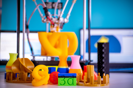Print orange parts on a 3D printer in printing process Standard-Bild