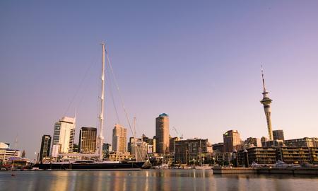Vista nocturna de Auckland, Nueva Zelanda Foto de archivo