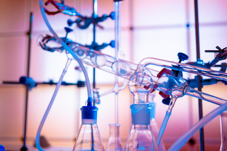 Glass instruments in the laboratory of chemical synthesis Imagens