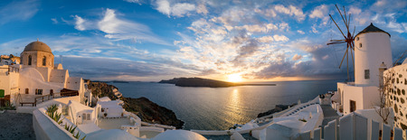 Panorama Oia Village during sunset. Greece Santorini Island 免版税图像