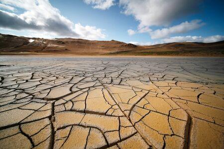 Dried land in the desert. Cracked soil crust Foto de archivo