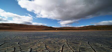 Dried land in the desert. Cracked soil crust Stockfoto