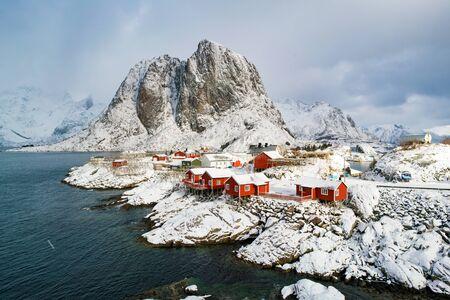 Reine, Norway. Beautiful village Reine and mountain peaks, located on Lofoten Islands   Norway. 스톡 콘텐츠