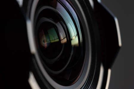 Close-up camera lens with color reflections Foto de archivo