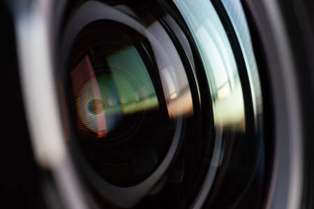 Close-up camera lens with color reflections 写真素材 - 154887144