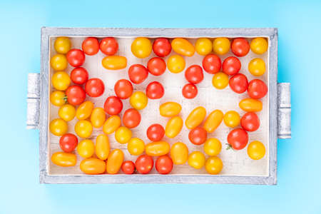 Top view of cherry tomatoes in small wooden crate 写真素材