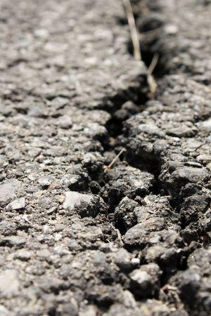 bitumen: Crack in a bitumen road