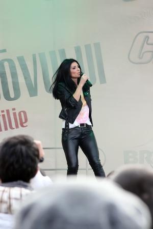 Brasov, Romania - 21.04.2012 - Elly White, concert live in Piata Sfatului from Brasov Stock Photo - 13266519