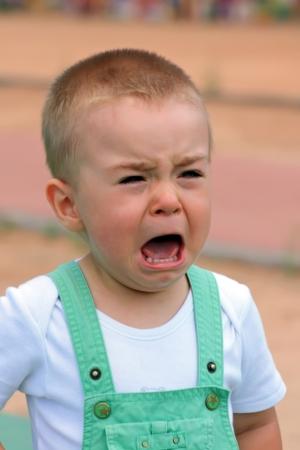 enfant qui pleure: Un petit gar�on ce qui est de pleurer