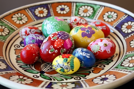 Easter eggs over ceramic plate Stock Photo - 14957914