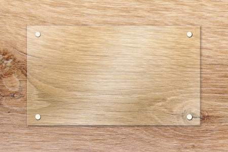 fixed: Ventana de vidrio sobre la placa de madera fija con tornillos de fijaci�n