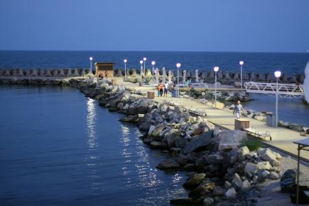 breakwater: Rompeolas de piedra en el mar Negro